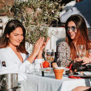 Queremos seguir viéndote disfrutar , brindar , sonreír , soñar ... Por eso nuestro restaurante cumple con todas las normativas covid. Disfruta de nuestra terraza . Info & reservas 649 449 302 #malaga #rincondelavictoria #terraza #restaurante #food #wine #costadelsol #experienciaañoreta